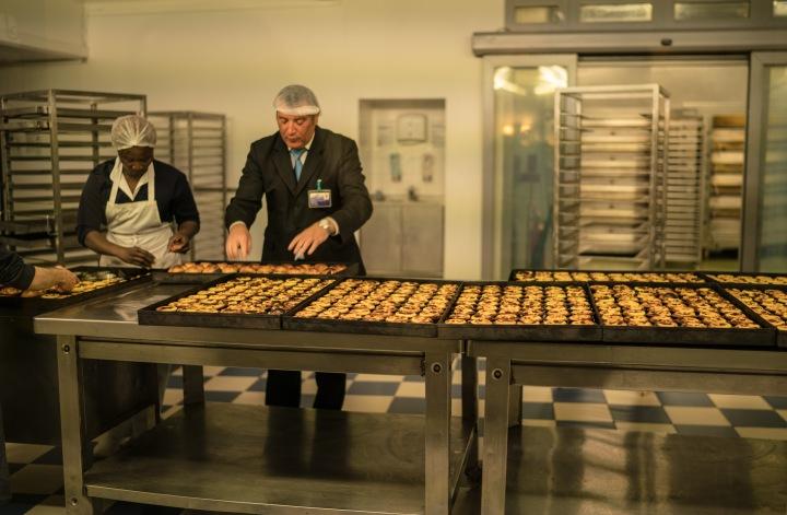 making pasteis de belem